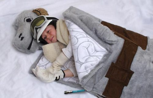 thinkgeek-tauntaun-sleeping-bag